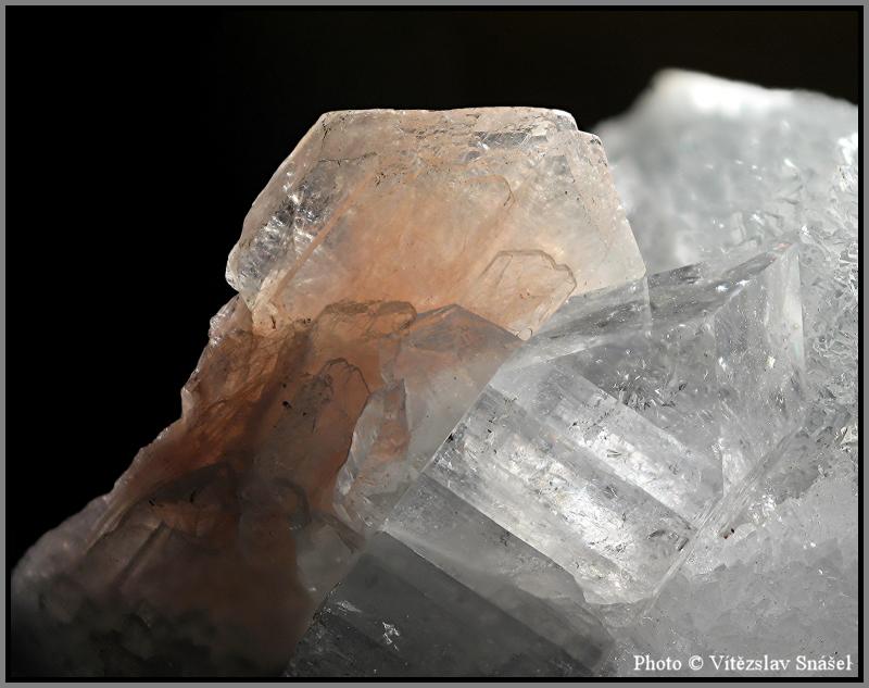Stilbit-(Ca), Apofylit