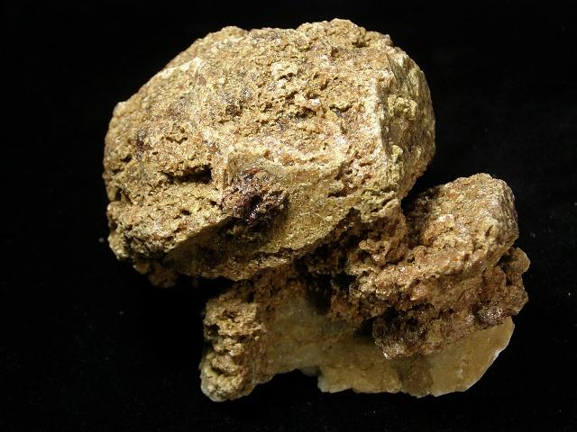 Grossulár (var. Hessonit), Kalcit