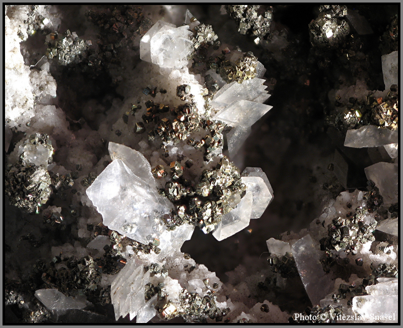 Kalcit, Pyrit