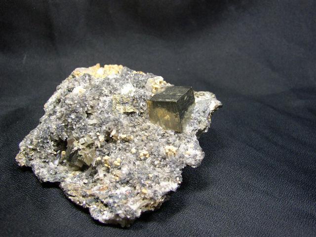 Pyrit, Kalcit, Křemen