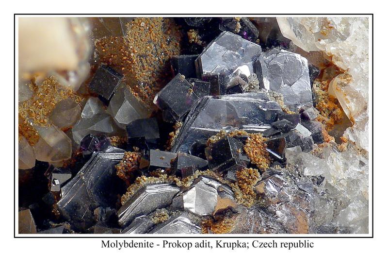 Molybdenit, Fluorit