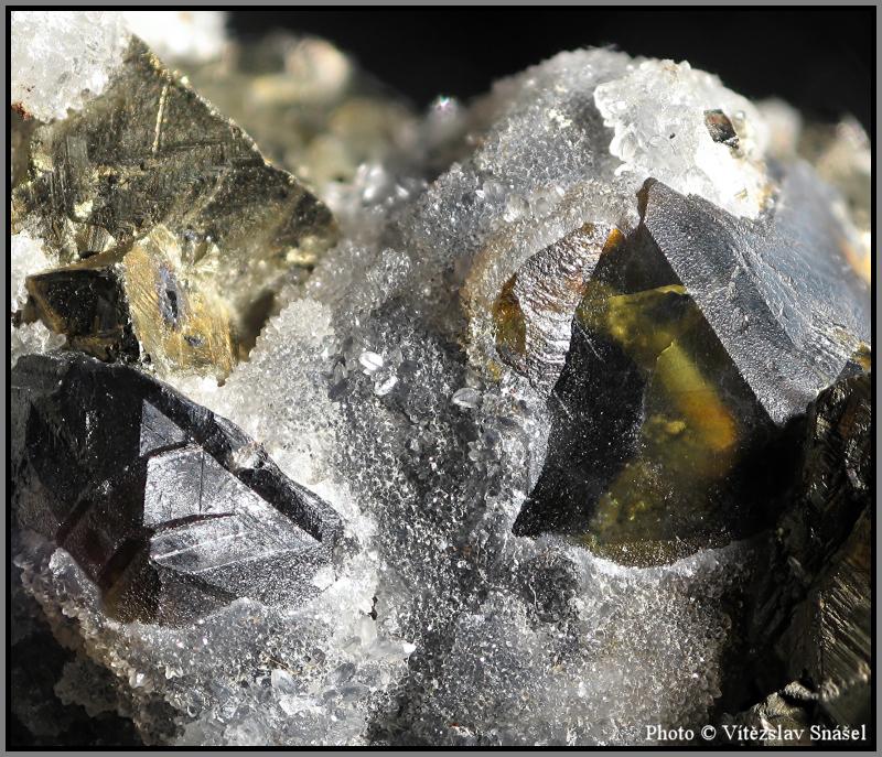 Sfalerit, Pyrit, Křemen