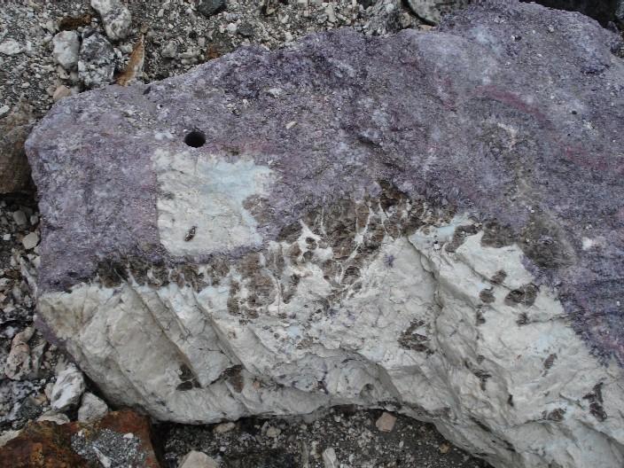 Trilithionit